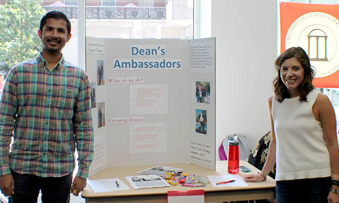 Dean's Ambassadors at 2014 student organizations fair